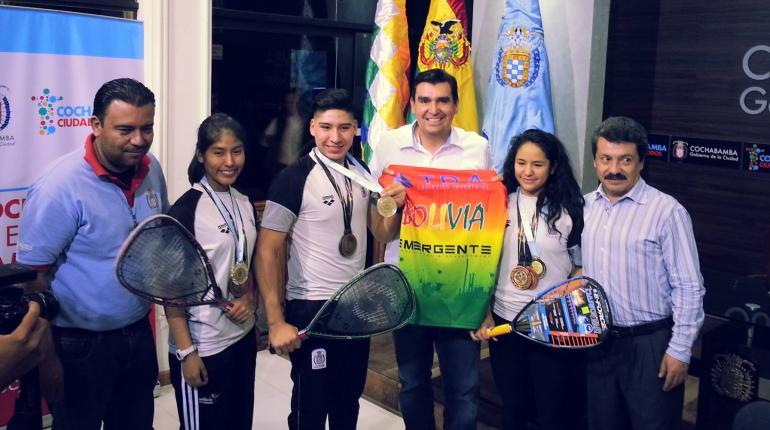 Alcaldía premia a campeones de ráquetbol y reconoce su esfuerzo